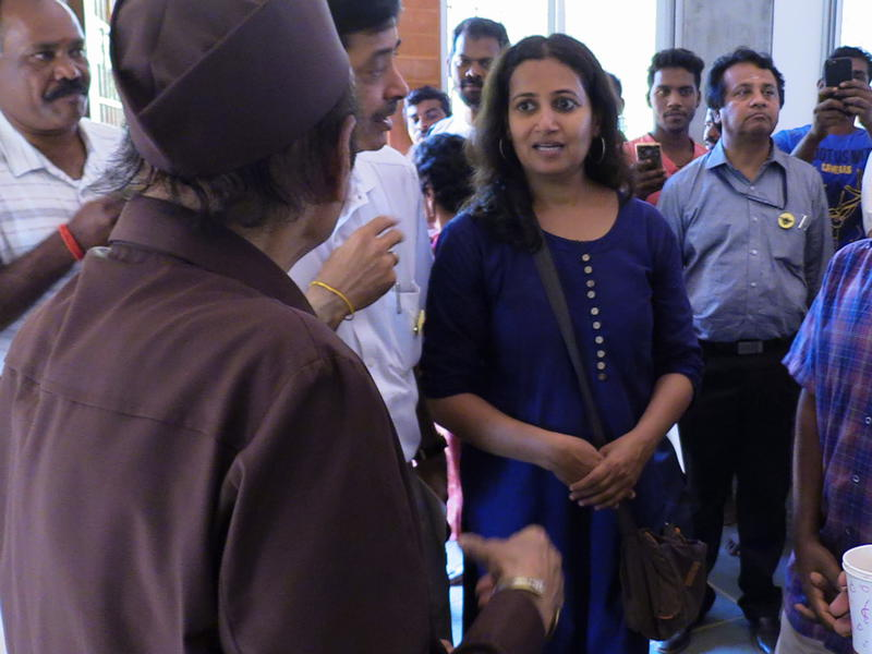 Photographer:S. Praneeth Simon | Dr. Karan Singh interacting with the guests in the Achives Building.