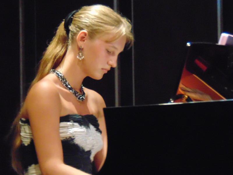 Photographer:Lana | Yaroslava offering piano recital