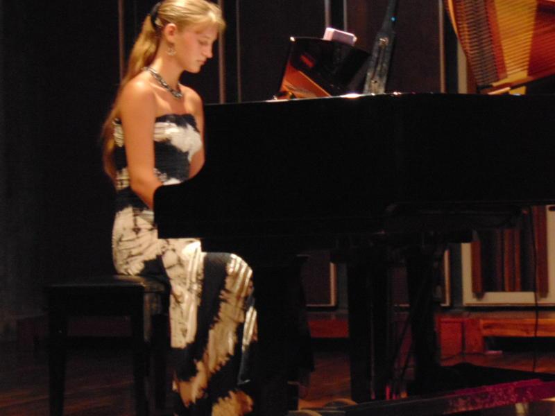 Photographer:Lana | Yaroslava behind piano