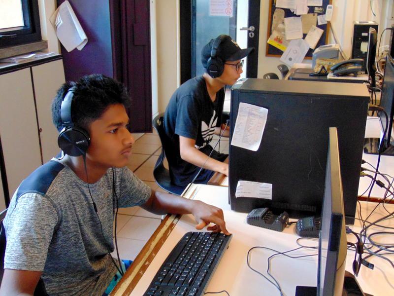 Photographer:Radio Team   students of Futures School on job