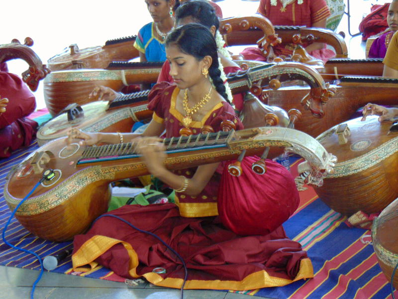 Photographer:Kyara | A young musician palying the sitar