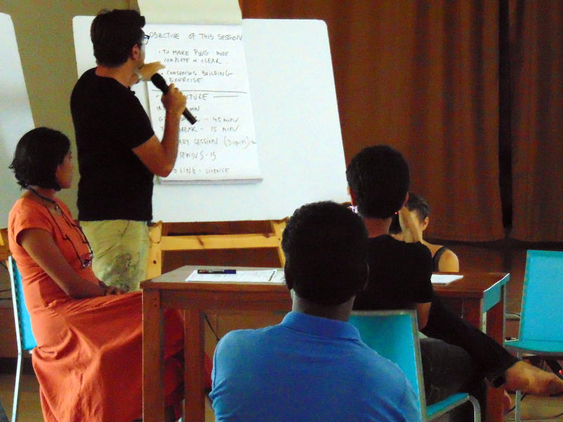 Photographer:Zarya   Study Group presents the agenda of the meeting