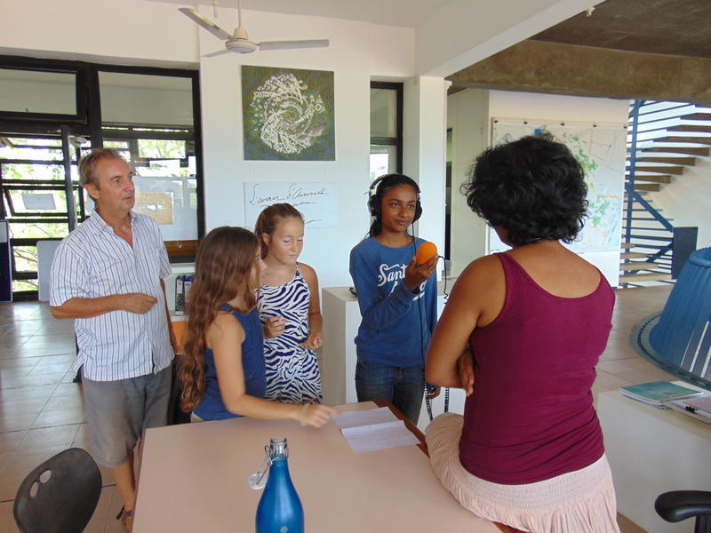 Photographer:Gino | Robert, a teacher of TLC, and three students asking opinion from residents of Auroville