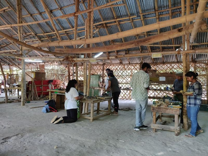Photographer:Avdhi | Learning just how easy it is to build with bamboo in the workshop