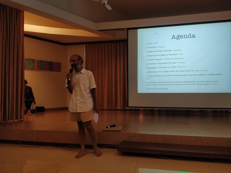 Photographer:Avdhi | Aravinda giving a report on the Delhi meetings regarding the highway