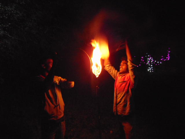 Photographer:Gabriel | Holding drum to flames