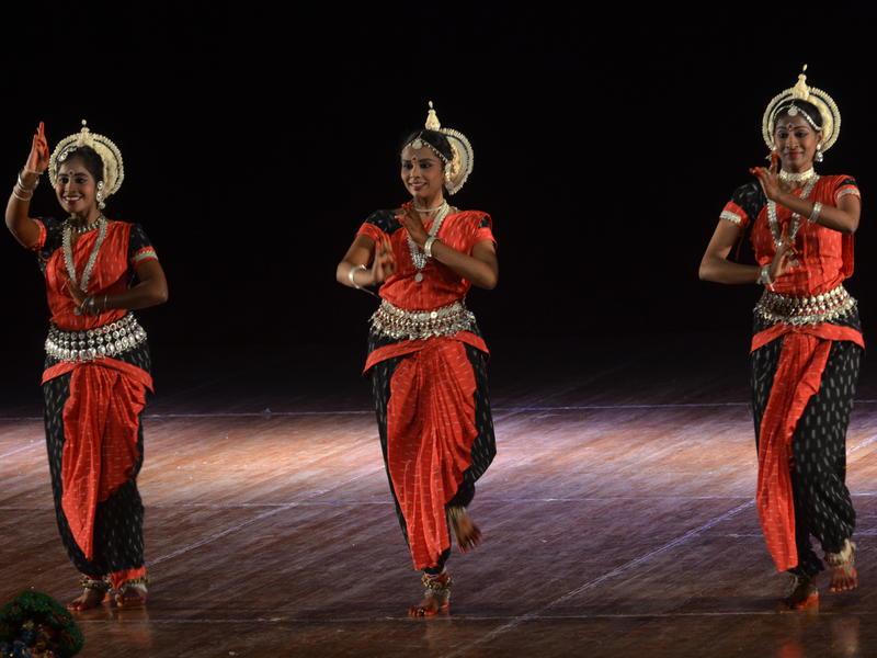 Photographer:Venkatesh and Team   Odissi by Shikara Group