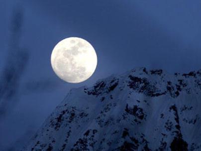 Photographer:web | Full moon meditation with Tibetan singing bowls