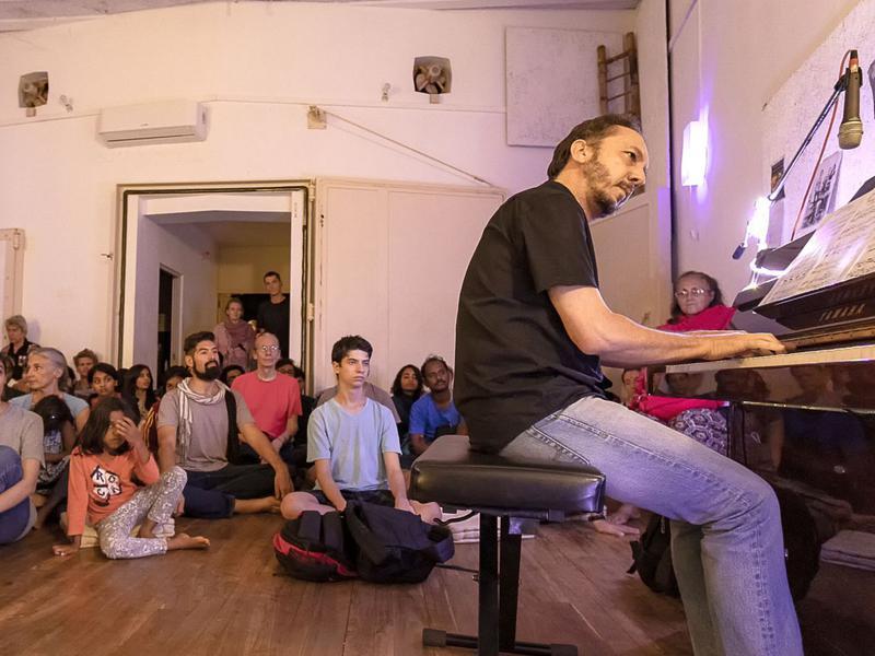 Photographer:Piero Cefaloni | Pushkar plays piano