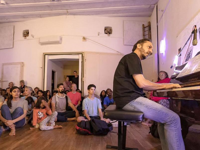 Photographer:Piero Cefaloni | Attentive crowd listening to Pushkar