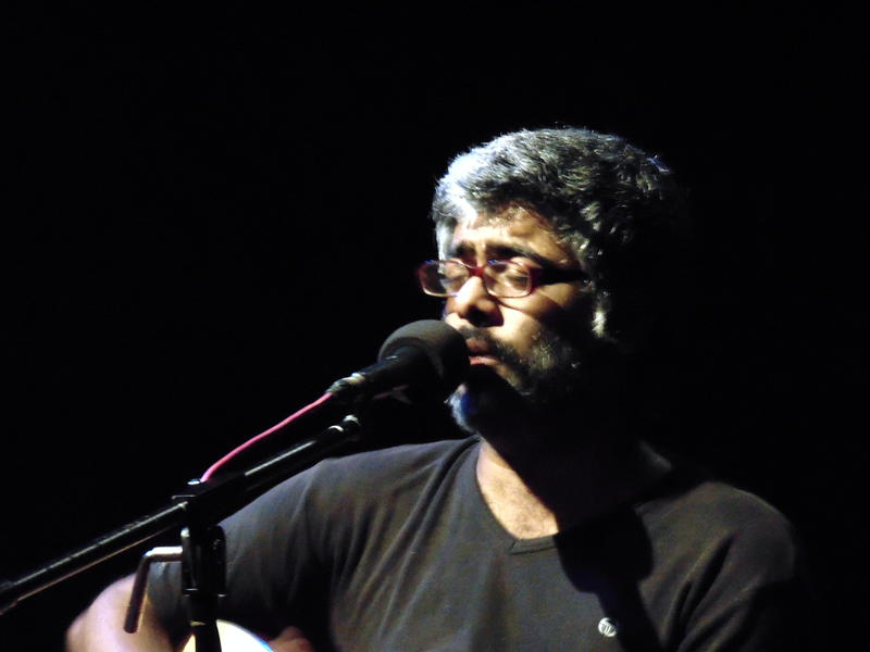 Photographer:Zara | Ananth Menon leading vocal, guitar
