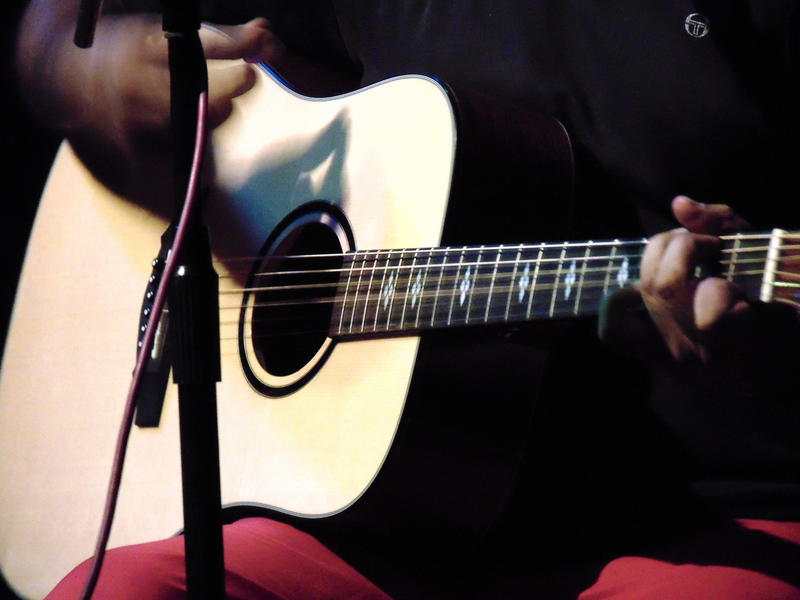 Photographer:Zara | Ananth with his guitar
