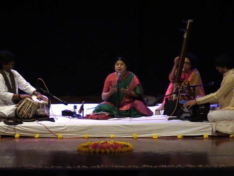 Photographer:Wobbli | Sri Prashant Pandav, Kalapini Komkali, Veena player and Sri Niranjan Lele