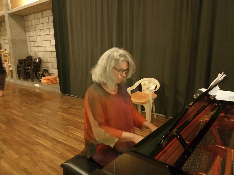 Photographer:Maryliz   Lotte at the piano after her performance