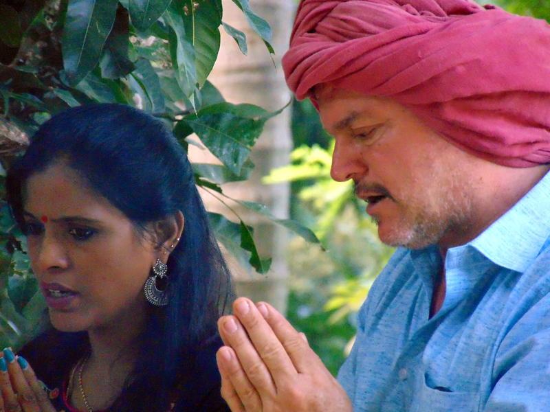 Photographer:Zoya | hosts praying