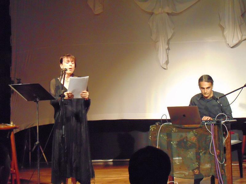 Photographer:maryliz | Heather sings and Kim plays electronic harpsicord