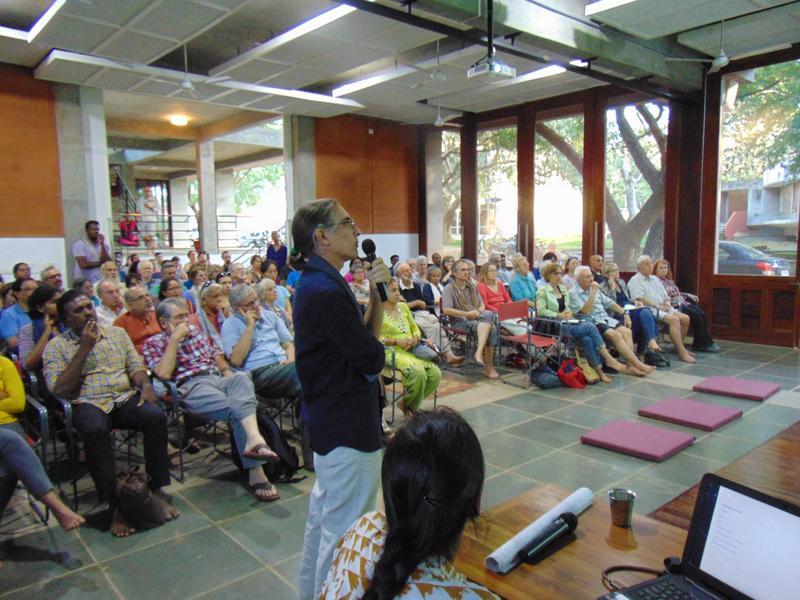 Photographer:Wobbli | David Nightingale and the audience